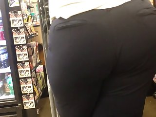 snappy & plump bbw booty (checkout line)